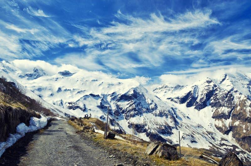 Mooie mening van de bergen van Alpen De lente in Nationaal Park Hohe Tauern, Oostenrijk stock afbeeldingen