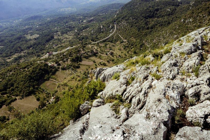 Mooie mening van de bergen in de zomer, Montenegro stock foto's
