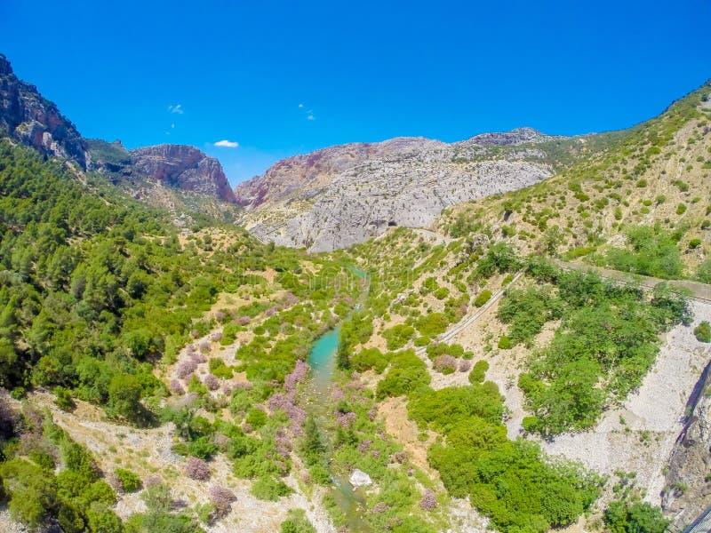 Mooie mening van de de bergweg van Caminito Del Rey langs steile hellingen royalty-vrije stock fotografie