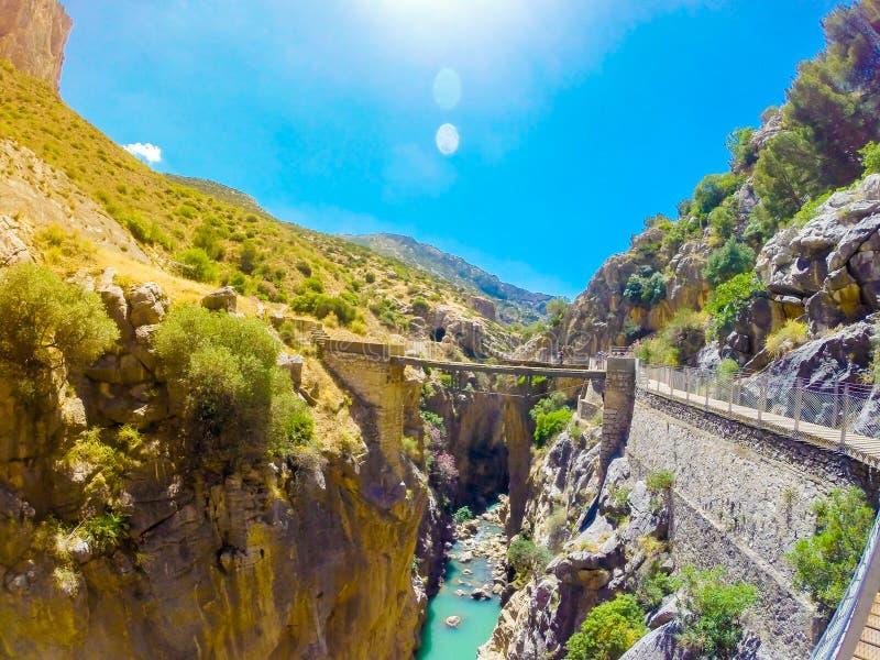 Mooie mening van de de bergweg van Caminito Del Rey langs steile hellingen royalty-vrije stock foto's