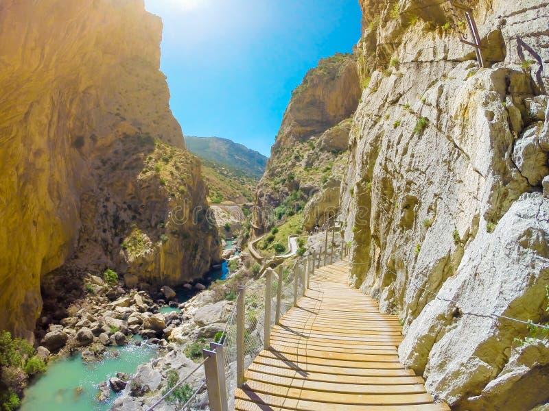 Mooie mening van de de bergweg van Caminito Del Rey langs steile hellingen stock foto's
