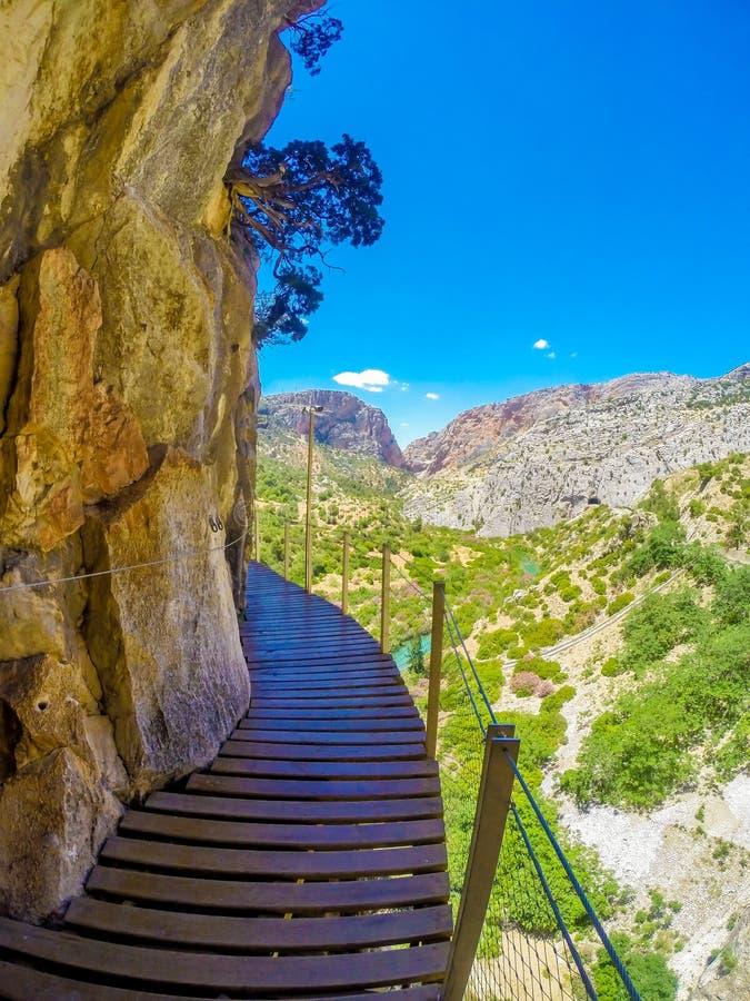 Mooie mening van de de bergweg van Caminito Del Rey langs steile hellingen stock afbeelding