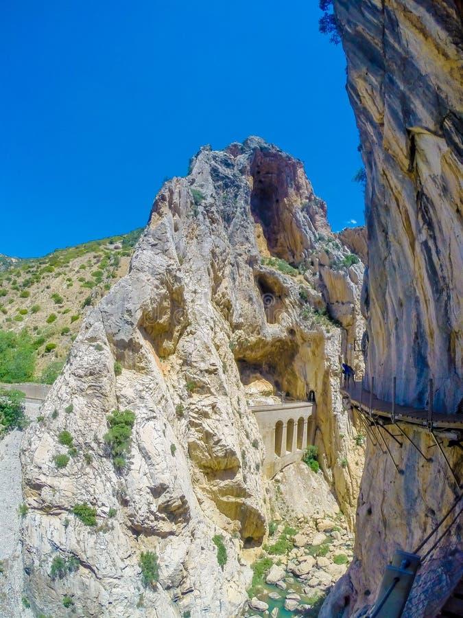 Mooie mening van de de bergweg van Caminito Del Rey langs steile hellingen royalty-vrije stock afbeeldingen