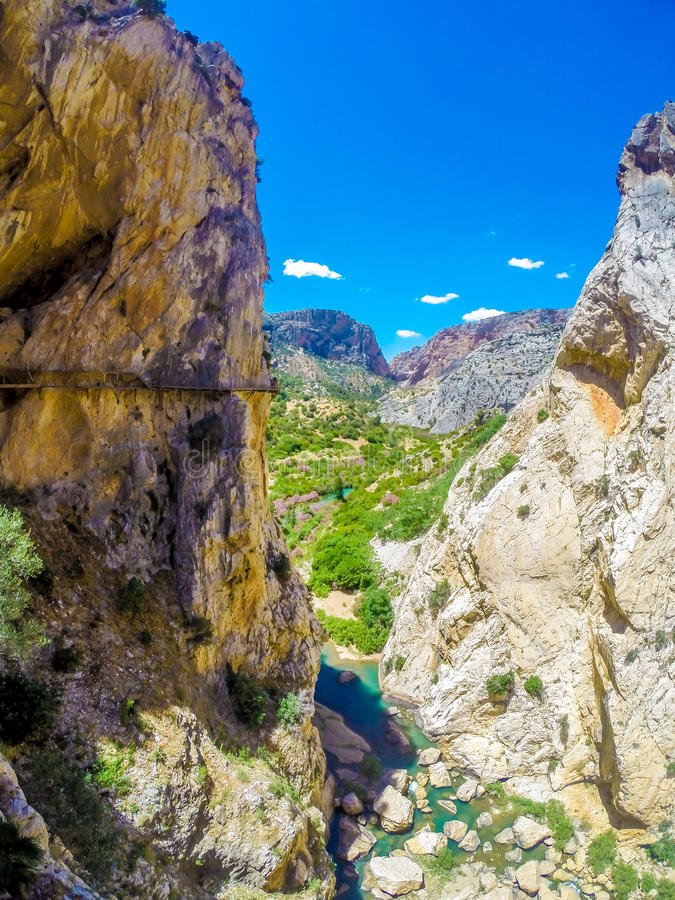 Mooie mening van de de bergweg van Caminito Del Rey langs steile hellingen royalty-vrije stock afbeelding