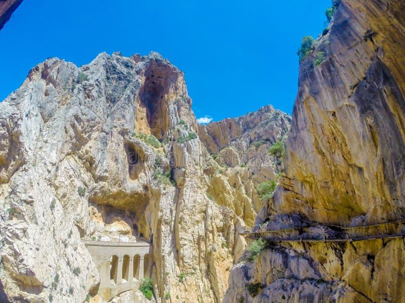 Mooie mening van de de bergweg van Caminito Del Rey langs steile hellingen stock foto