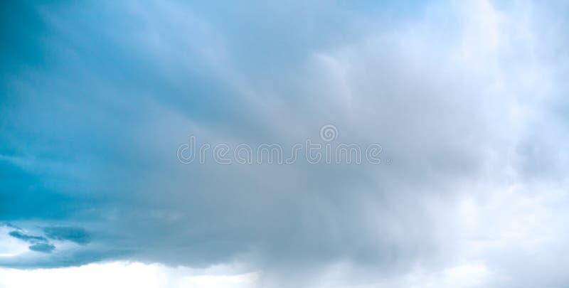 Mooie mening van de hemel vóór regen royalty-vrije stock fotografie