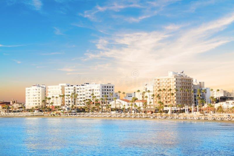 Mooie mening van de hoofdstraat van het strand van Larnaca en Phinikoudes-in Cyprus royalty-vrije stock afbeelding