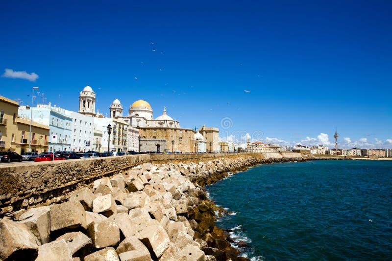 Mooie mening van de Kathedraal Nueva in Cadiz royalty-vrije stock afbeeldingen