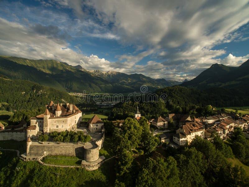 Mooie mening van de middeleeuwse stad van Gruyeres stock foto