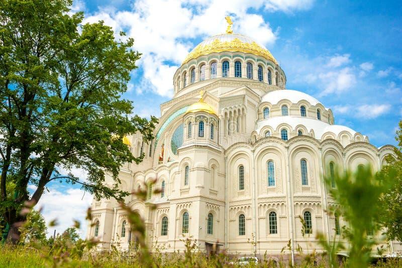 Mooie mening van de overzeese tempel in Kronstadt stock foto
