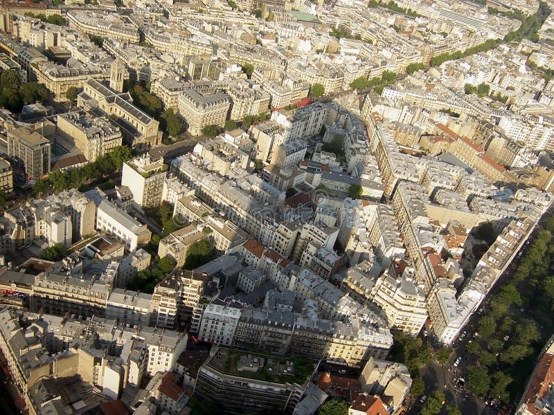 Mooie mening van de reusachtige schaduw, de straten en de architectuur van Parijs van de Montparnasse-toren stock foto's