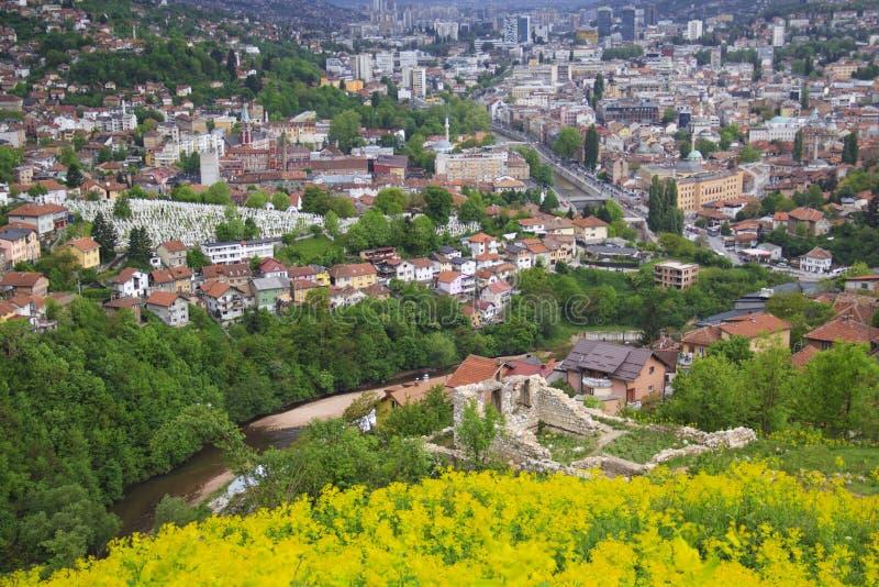 Mooie mening van de stad van Sarajevo, Bosnië-Herzegovina stock foto's