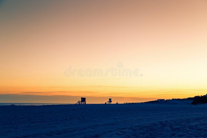 Mooie mening van het strand bij de zonsondergang Breng DE las Pampas in de war argentini? stock foto
