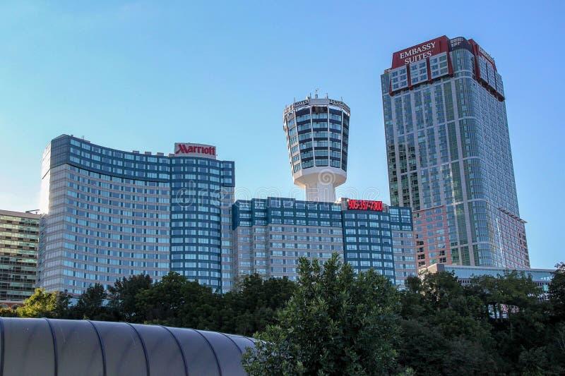 Mooie mening van hoge de bouwhotels op blauwe hemelachtergrond ontario canada royalty-vrije stock foto's