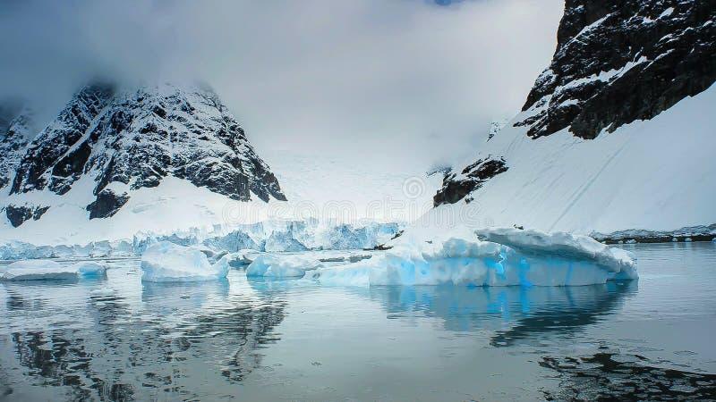 Mooie mening van ijsbergen in Antarctica royalty-vrije stock foto