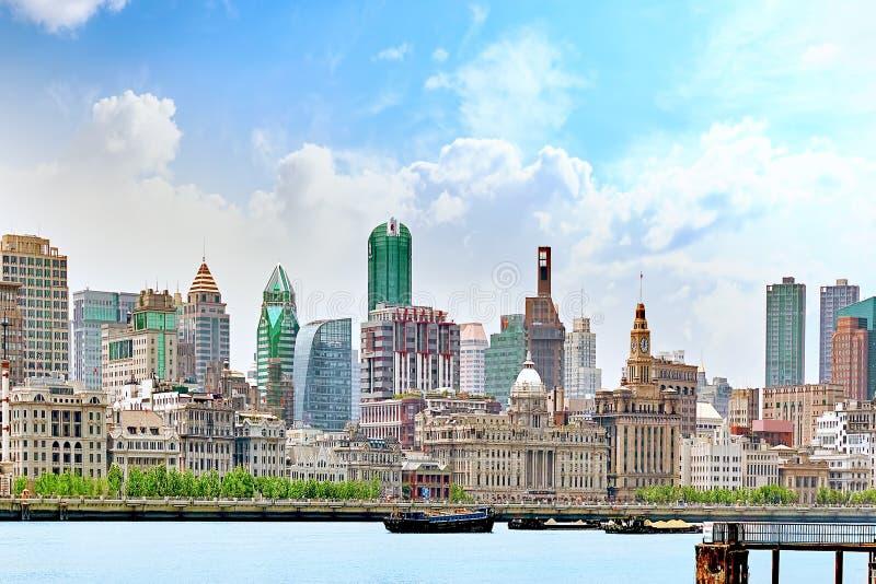 Mooie mening van Shanghai - Dijk of Waitan-waterkant stock fotografie