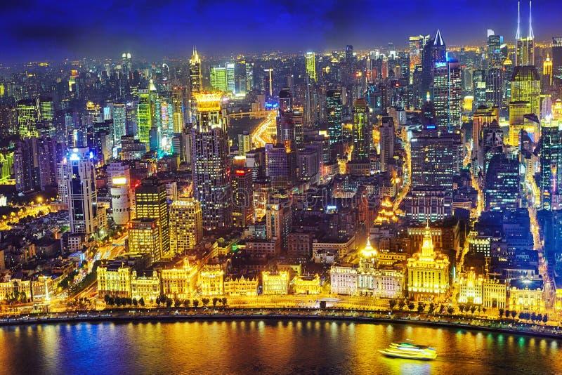 Mooie mening van Shanghai - Dijk of Waitan-waterkant bij nigh stock foto's