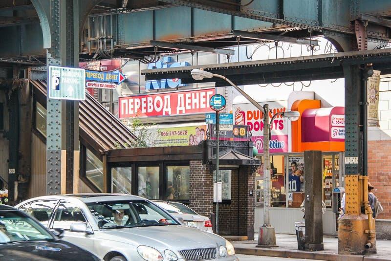 Mooie mening van winkels onder de brug op Brighton Beach Mooie achtergronden royalty-vrije stock afbeeldingen