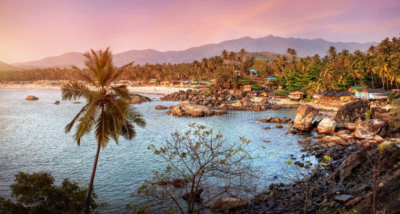 Mooie mening van zonsondergangstrand in Goa stock afbeelding
