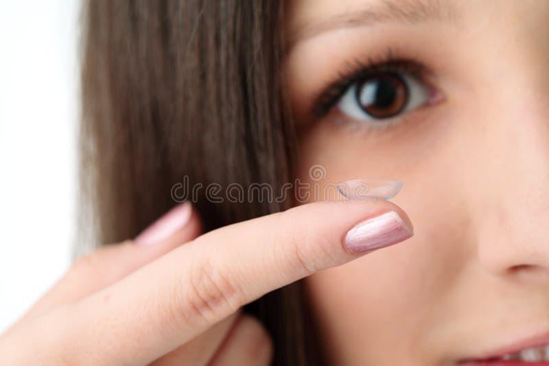 Mooie menselijke oog en contactlens stock afbeelding