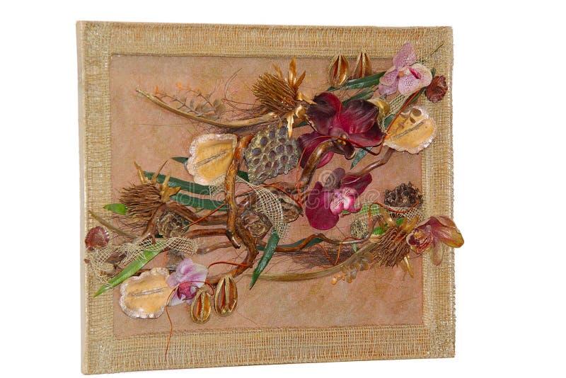 Mooie met de hand gemaakte die samenstelling in een muurbeeld wordt gevormd De schitterende orchidee bloeit en doorbladert stock fotografie
