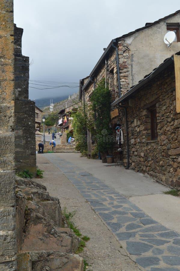 Mooie Middeleeuwse Straten met Leigebouwen in Valverde DE Los Arroyos 18 oktober, 2013 Valverde DE Los Zwart Arroyos, stock afbeeldingen