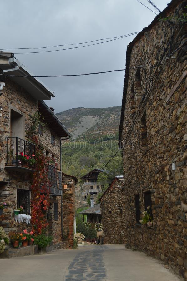 Mooie Middeleeuwse Straten met Leigebouwen in Valverde DE Los Arroyos 18 oktober, 2013 Valverde DE Los Zwart Arroyos, royalty-vrije stock foto's
