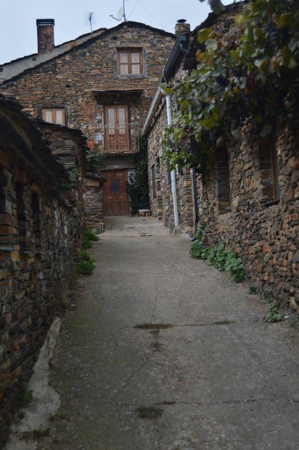 Mooie Middeleeuwse Straten met Leigebouwen in Valverde DE Los Arroyos 18 oktober, 2013 Valverde DE Los Zwart Arroyos, stock foto