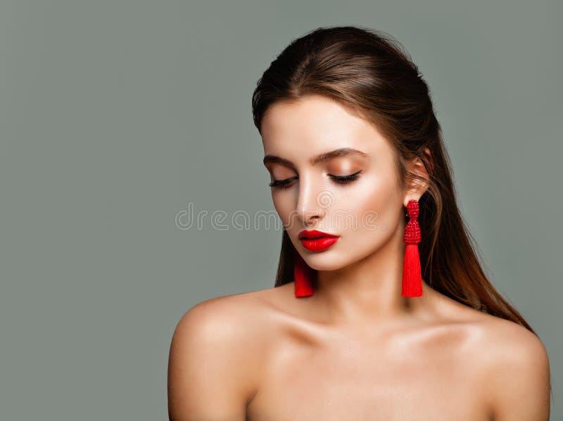 Mooie modelvrouw Meisje met Rode Lippenmake-up stock foto's