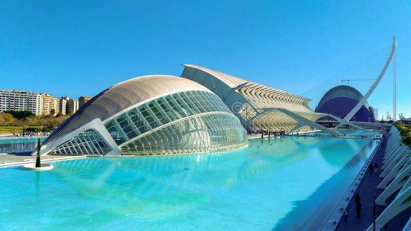 Mooie moderne architectuur van het gebouw in de complexe Stad van Kunsten en Wetenschappen in Valencia, Spanje stock afbeeldingen