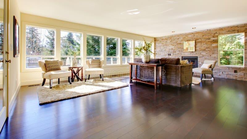 Mooie moderne grote heldere woonkamer. royalty-vrije stock foto's