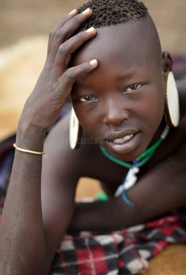 Mooie Mursi-vrouw in Zuiden Omo, Ethiopië royalty-vrije stock foto's