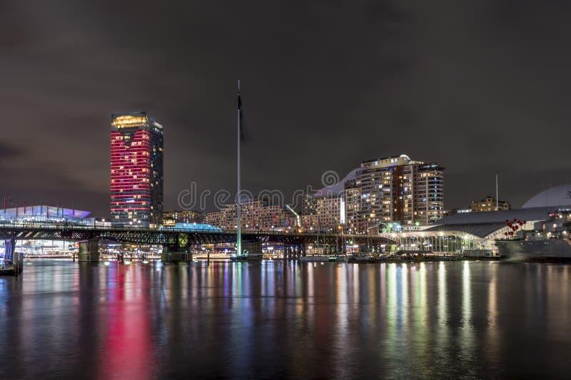 Mooie nachtmening van beroemde Darling Harbor, Sydney, Australië stock afbeelding