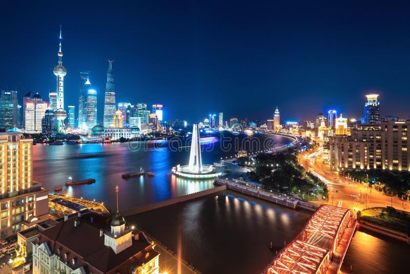 Mooie nachtscène in Shanghai stock afbeeldingen