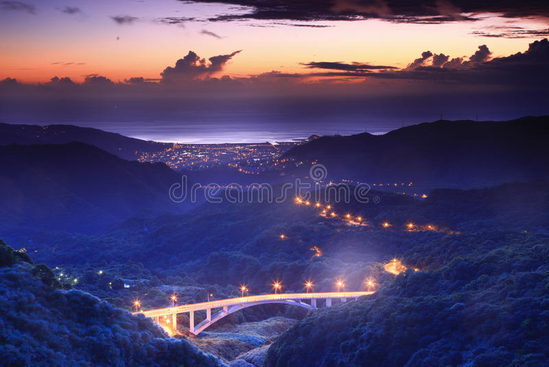 Mooie nachtscène van Kustlijn in Taipeh stock foto's