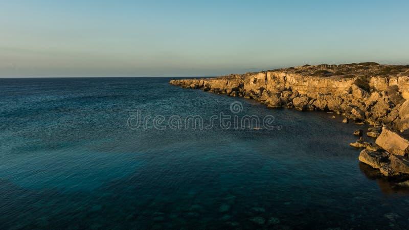 Mooie natuurlijke rots dichtbij van Ayia Napa, Cavo Greco en Protara stock foto