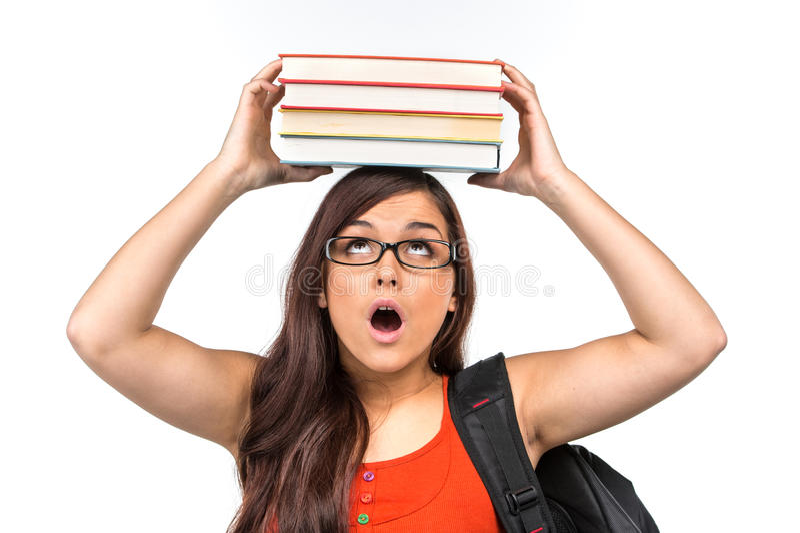 Mooie nerdstudente die glazen dragen stock foto