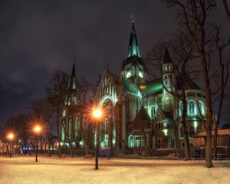 Mooie nightscape van neogotische Kerk van Sts Olha en Elizabeth in Lviv, de Oekraïne stock foto's