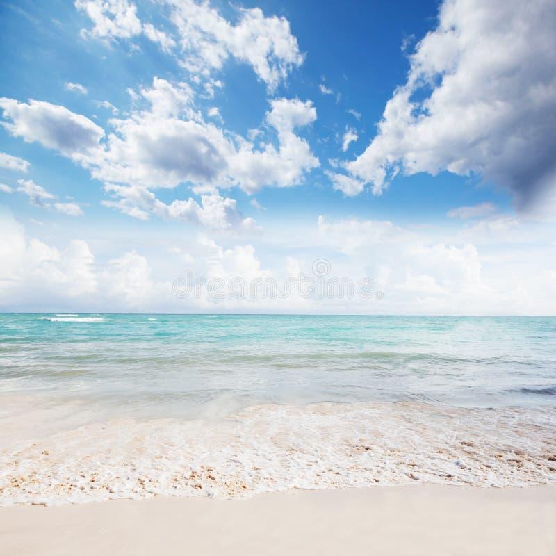 Mooie oceaan en hemel. royalty-vrije stock afbeelding