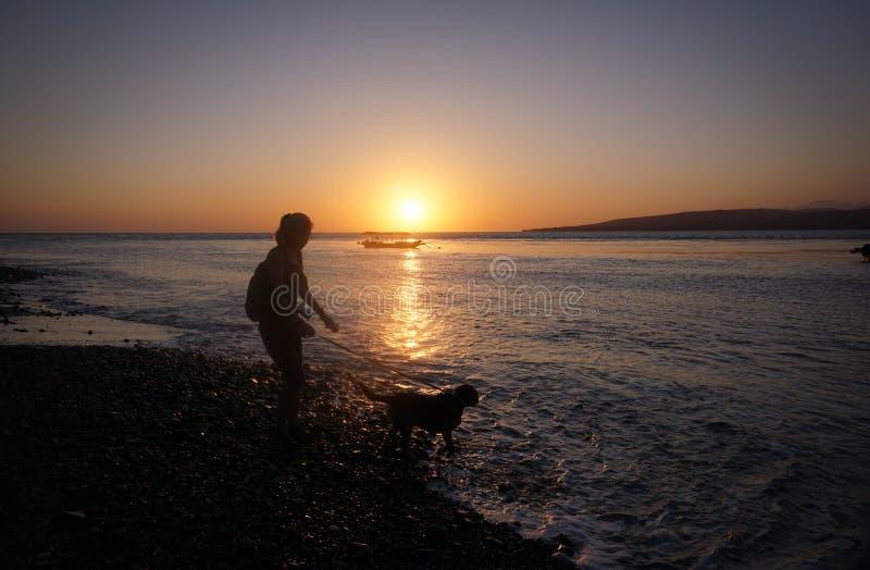 Mooie ochtend op Watudodol Beach Banyuwangi, Indonesië stock foto