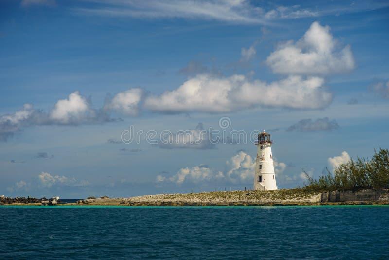 Mooie ochtend over de oude vuurtoren in Nassau haven Nassau - de Bahamas stock foto