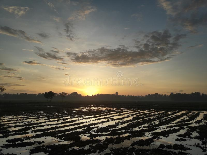 Mooie ochtendmening en verbazende zonsopgang van vandaag royalty-vrije stock afbeeldingen