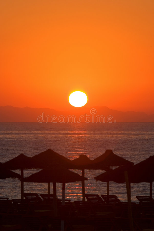 Mooie ochtendzonsopgang in Roquetas del Mar in Spanje stock fotografie