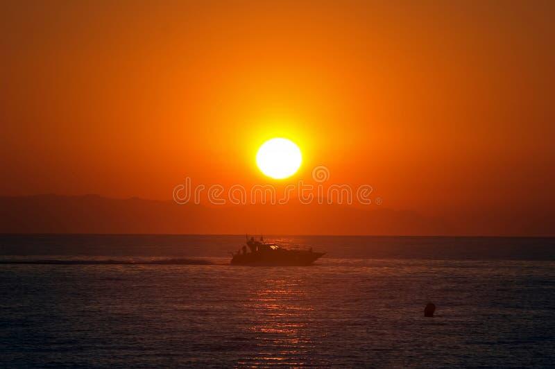 Mooie ochtendzonsopgang in Roquetas del Mar in Spanje stock foto's