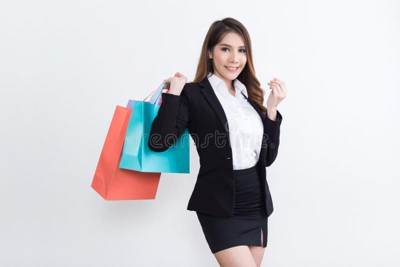 Mooie onderneemster met het winkelen zakken stock foto