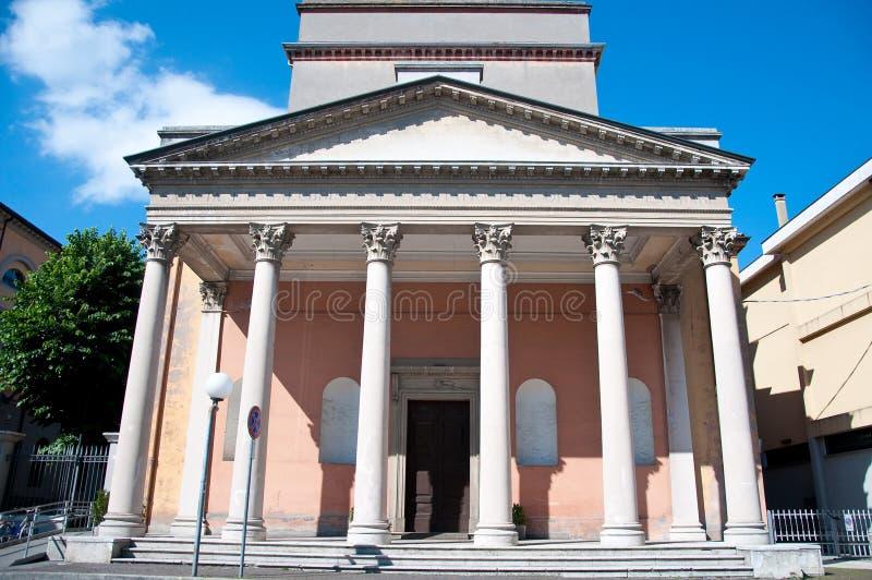 Mooie oude kerk in de stad van santarcangelo Di Romagna stock fotografie