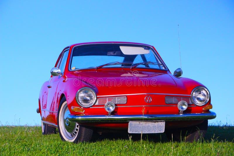Mooie oude rode auto royalty-vrije stock afbeeldingen