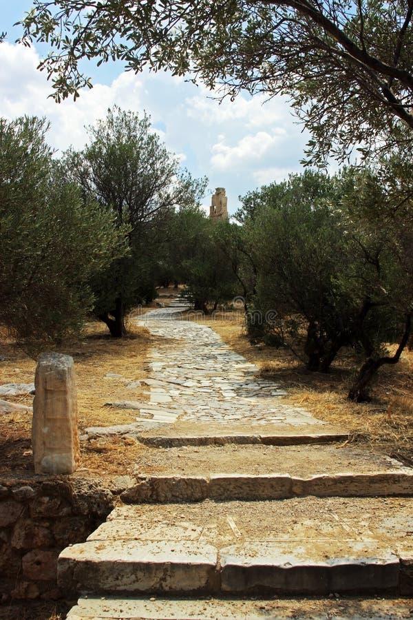 Mooie oude tuinen bij de bodem van Akropolis, in Athene royalty-vrije stock foto