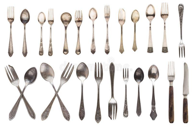Mooie oude uitstekende vorken lepels en mes op witte achtergrond worden ge?soleerd die Hoogste mening Retro tafelzilver royalty-vrije stock afbeeldingen