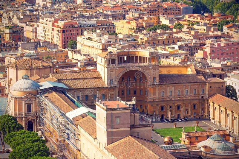 Mooie oude vensters in Rome (Italië) royalty-vrije stock afbeeldingen